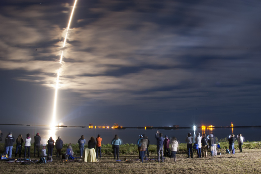 Orbital ATK Cygnus CRS-6 launch: arcing trail