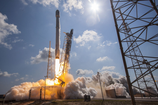 Falcon 9 Eutelsat/ABS liftoff (wide)