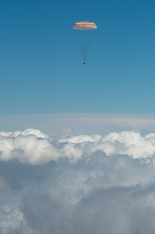 Soyuz TMA-19M capsule descends into clouds