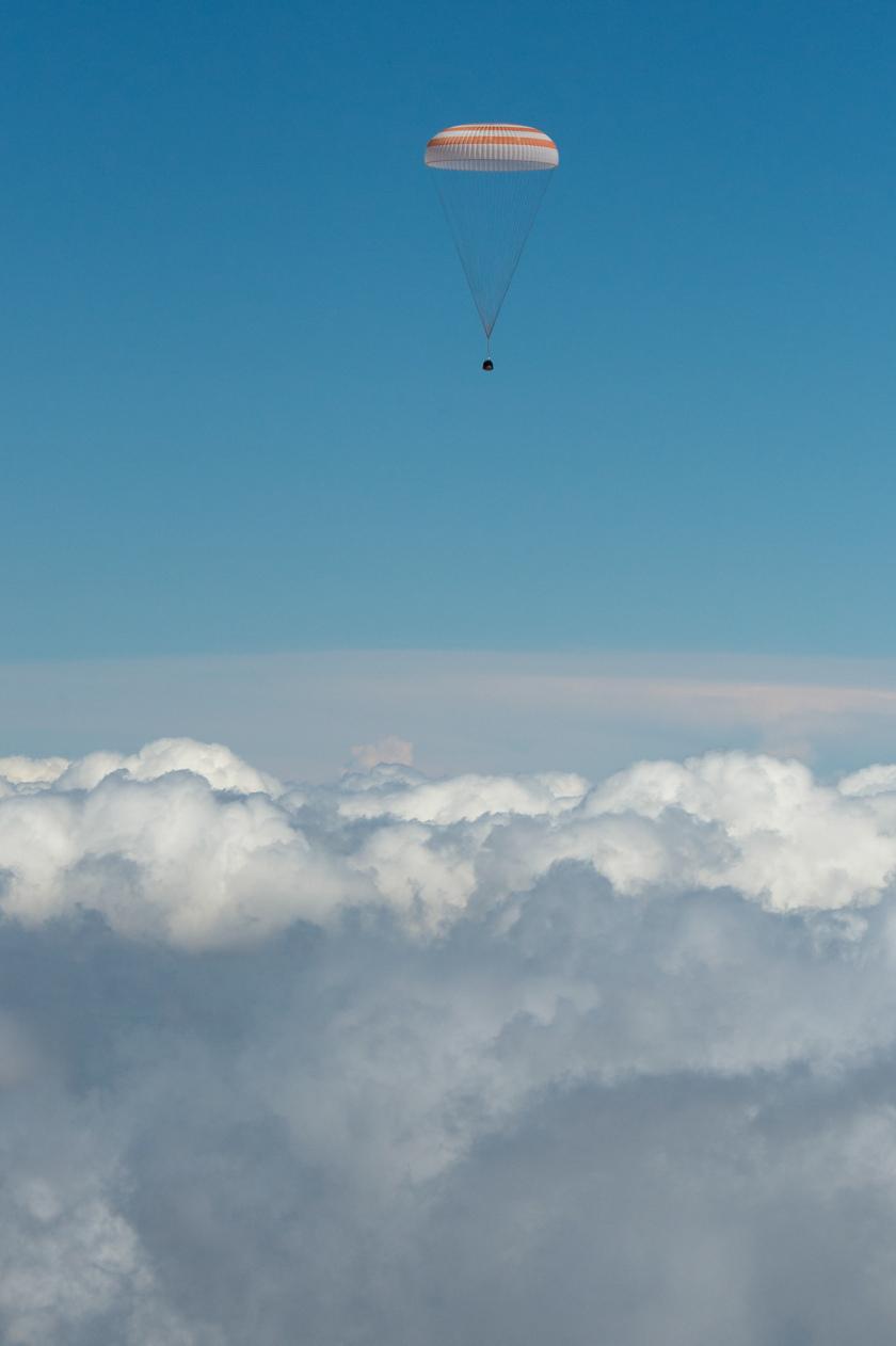 Soyuz TMA-19M capsule descends
