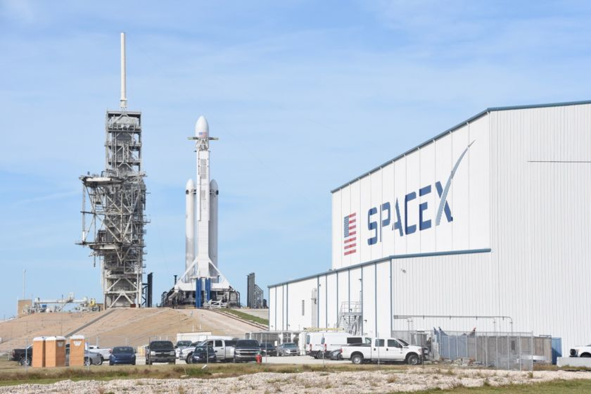Falcon Heavy on L-1 with SpaceX hangar