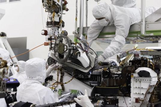Mars 2020 Bit Carousel Installation