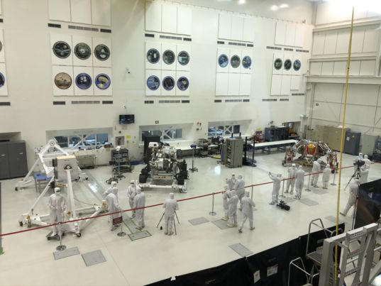 Mars 2020 in JPL Clean Room