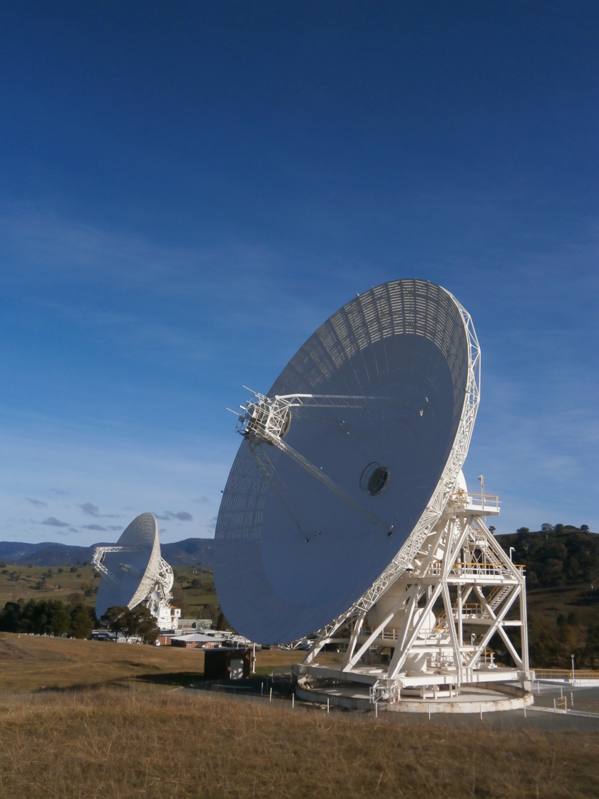 DSS-43 and DSS-34 dishes tracking Mars Orbiter Mission