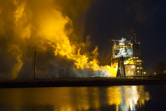 Inaugural SLS RS-25 engine test