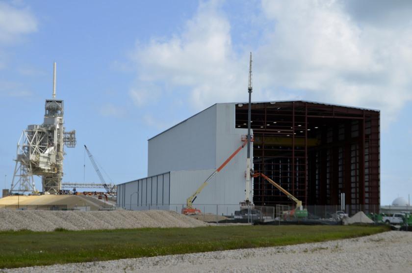 SpaceX hangar at pad 39A