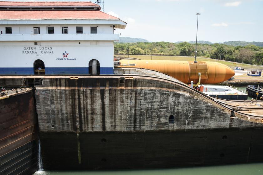 ET-94 in the Gatun Locks