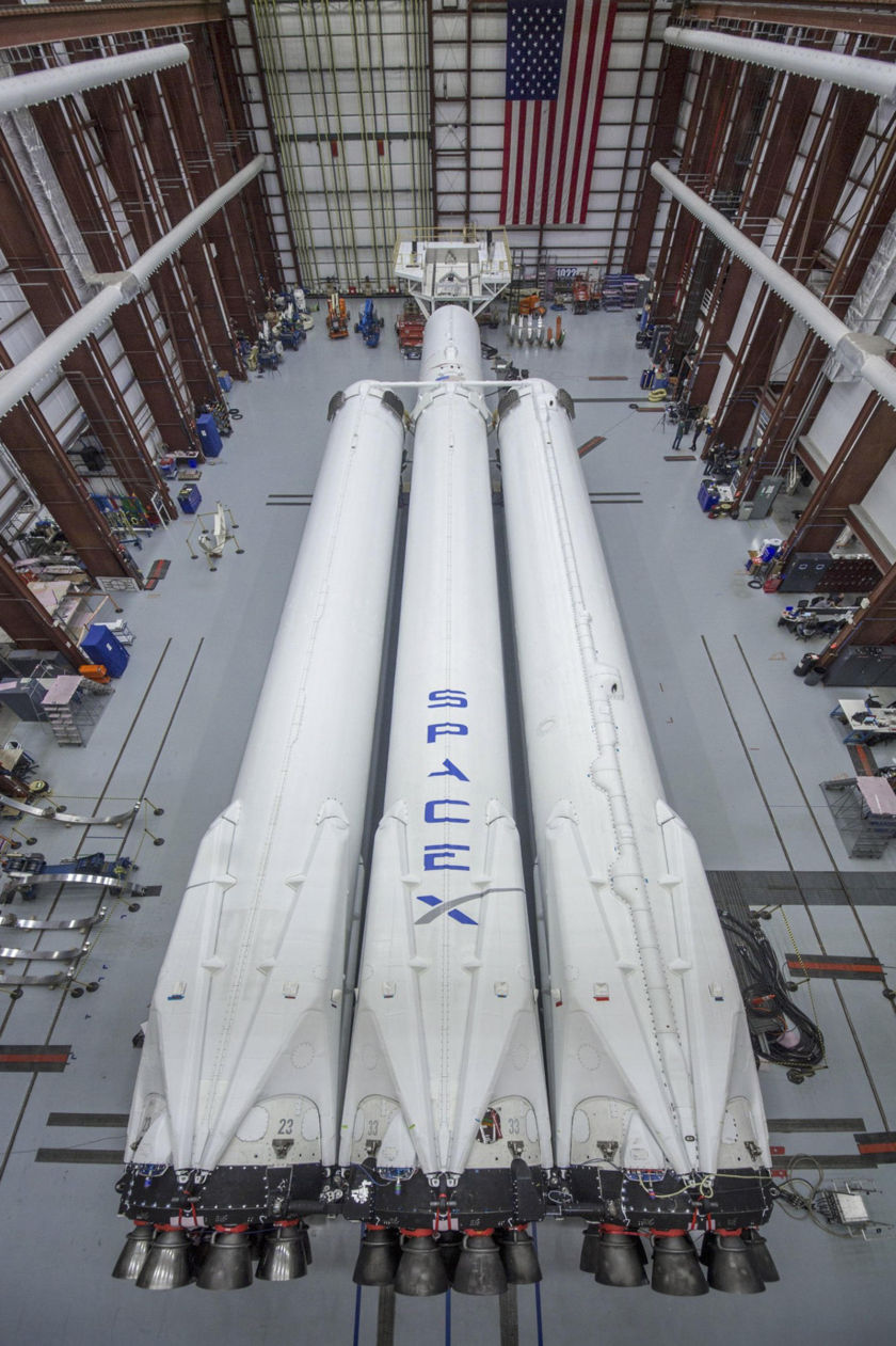 Falcon Heavy preparing for launch