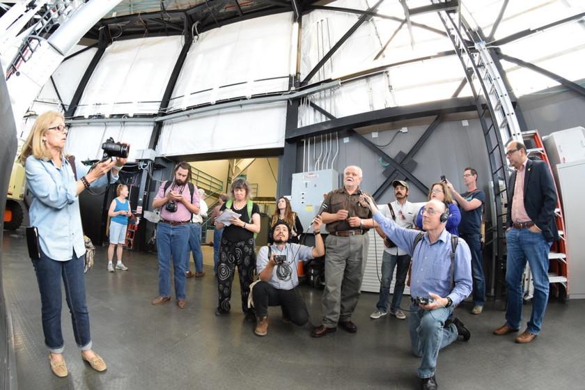 Reporters Tour the HET