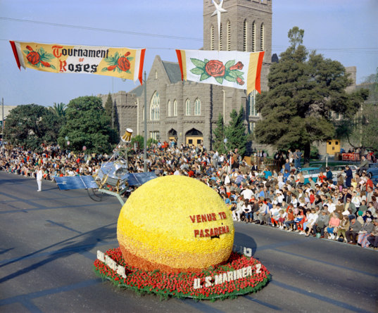 Mariner 2 gets the Rose Parade treatment