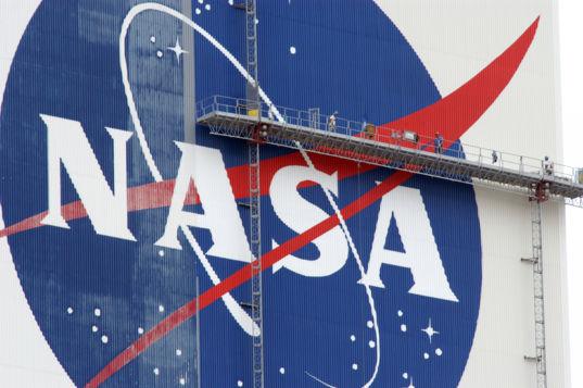 NASA VAB logo painting
