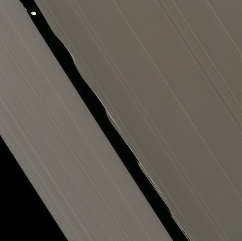 Daphnis and its wakes
