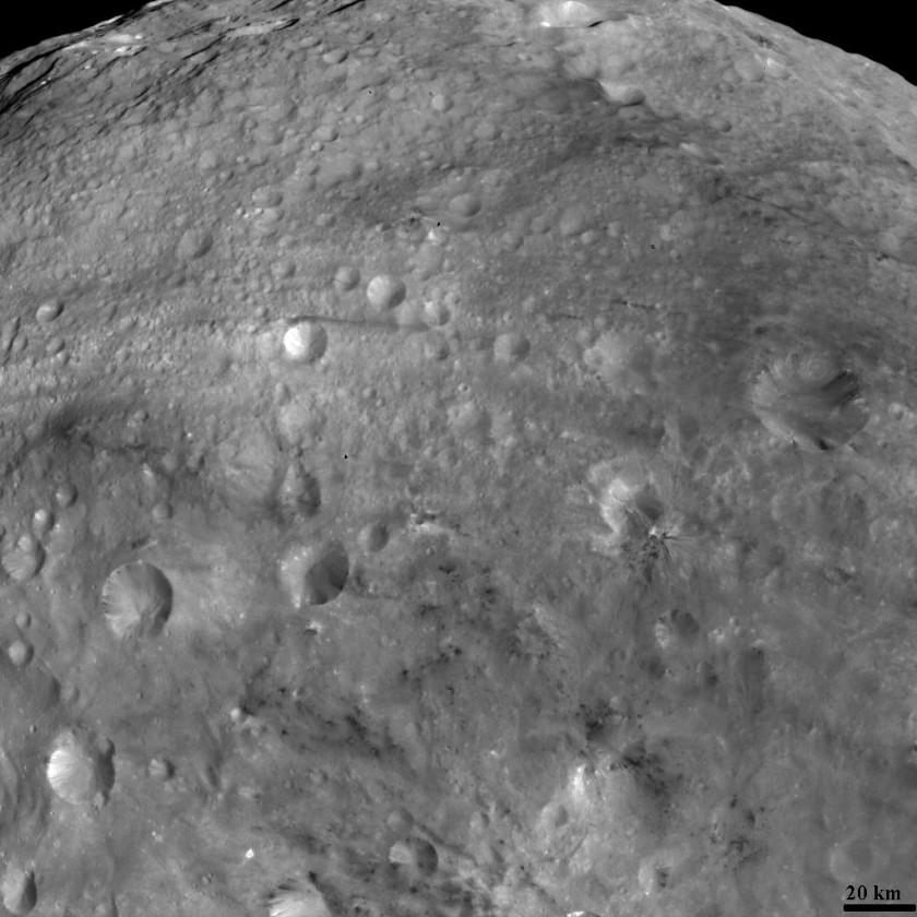 Albedo variations across Vesta