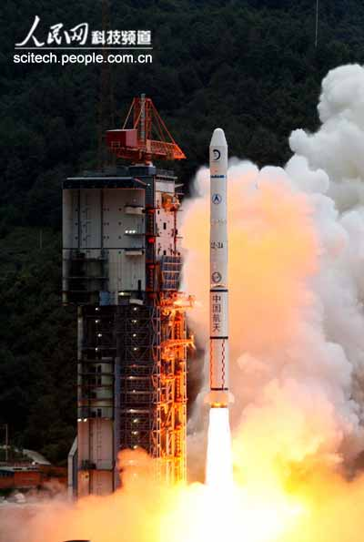 Chang'e 1 lifts off