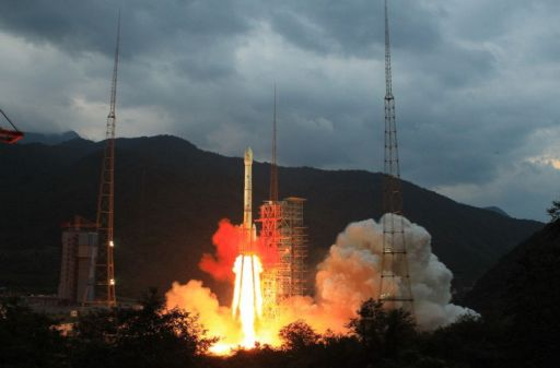 Chang'E 2 launches