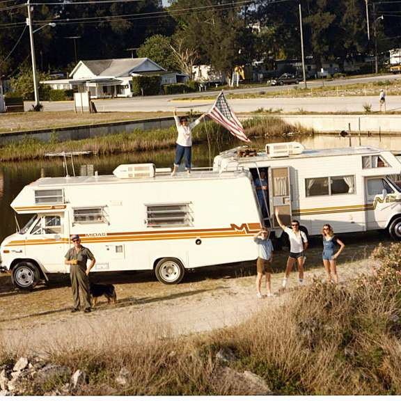 20190930 crowd next to rvs waving